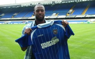 Striker signs for Ipswich Town